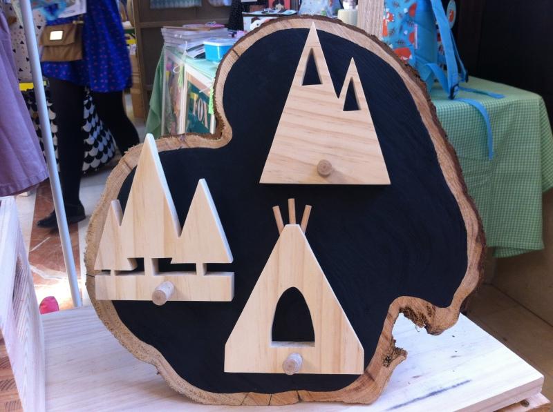 tothewild asturias. Percheros individuales de madera hechos a mano